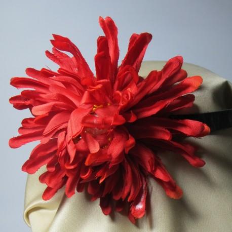 Girocollo in pelle con fiore rosso e perle