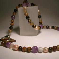 Collana con perle e pietre semi-preziose
