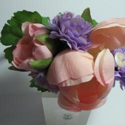 Cerchietto di raso rosa con fiori e perle