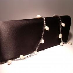 Pochette in raso nero con perle bianche