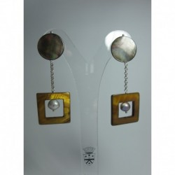 Earrings with mother of pearl and pearls
