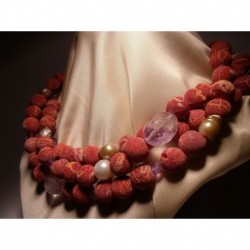 Necklace of three strands with madrepora, pearls and amethyst