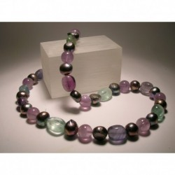 Necklace with grey freshwater pearls, amethyst and fluorite