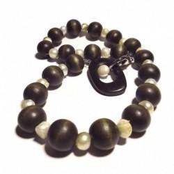 Collana in legno e perle con chiusura di ebano