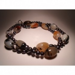 Two strands necklace with grey pearls and agate
