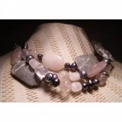 Collana di tre fili con perle, quarzo rosa e pietra dura