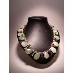 "Necklace ""petals"" with pearls, labradorite and prenhite"