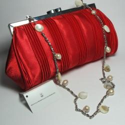 Pochette in raso rosso con madreperla e perle bianche
