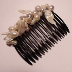 Pettinino per capelli con perle di fiume bianche barocche