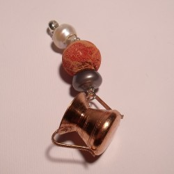 Pendant with copper basin, pearl and madrepora