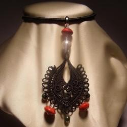 Ciondolo con ricamo LineaErre, giada africana, madrepora e perla