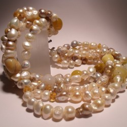 Necklace of five strands with pearls, citrine quartz and agate