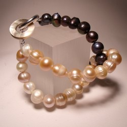 Knot bracelet with pearls